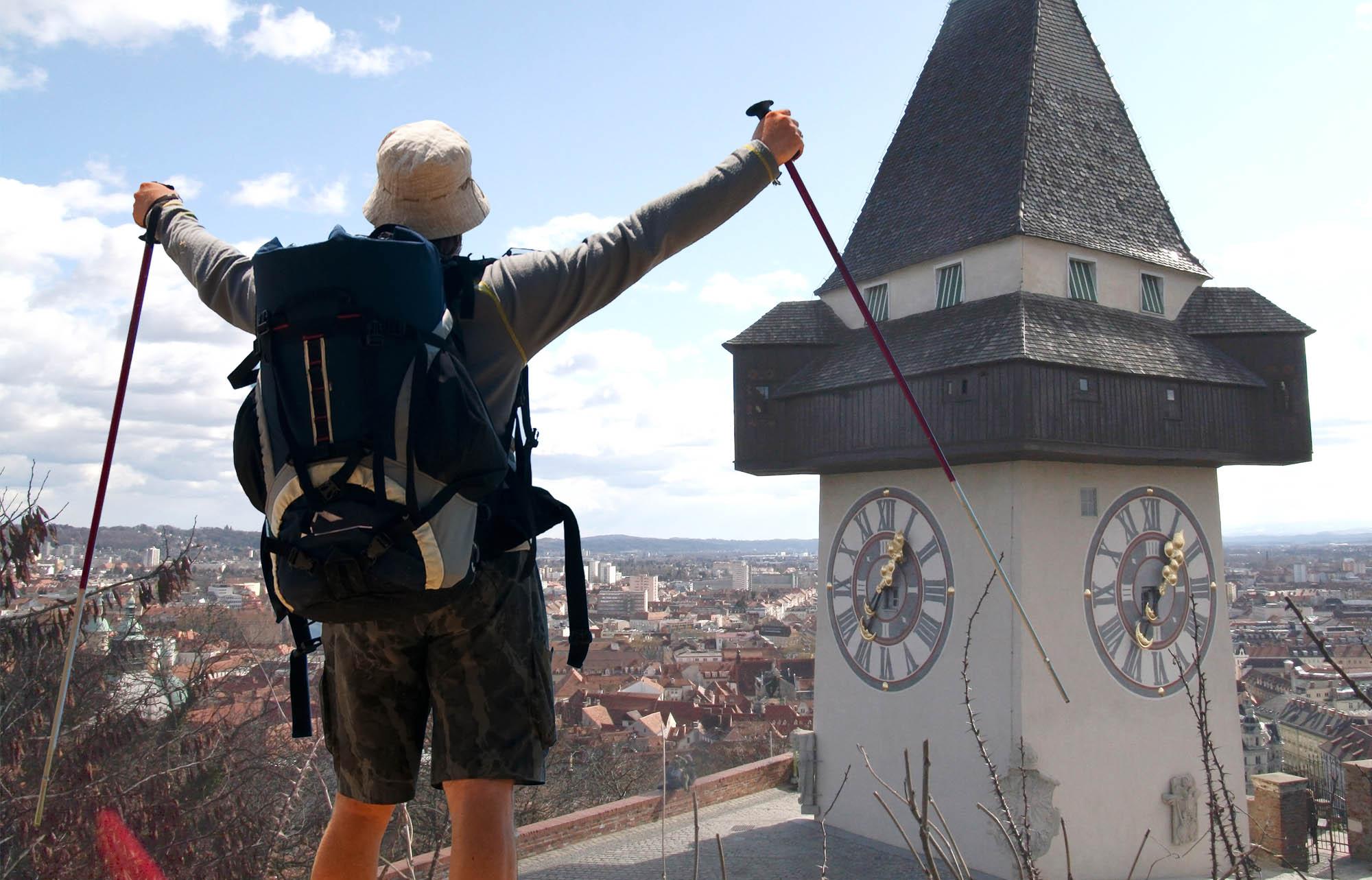 Wanderer am Uhrturm