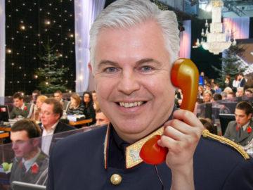 Alexander Gaisch telefoniert