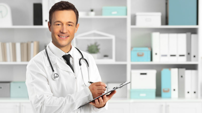 Blümel im Ärztekittel