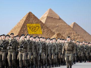 Soldaten vor Post-Pyramide