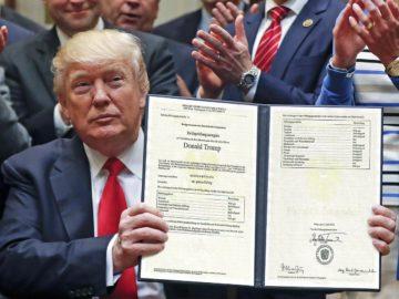 Trump zeigt sein Maturazeugnis her