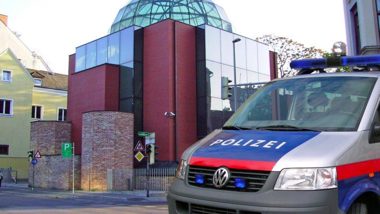 Polizei vor Synagoge
