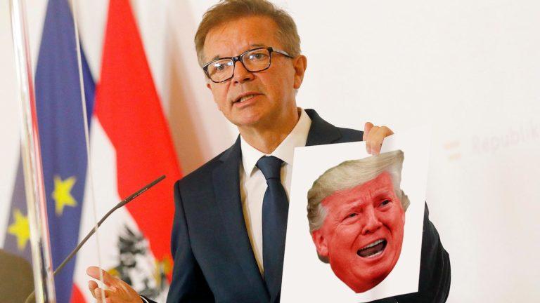 Anschober mit rotem Trump