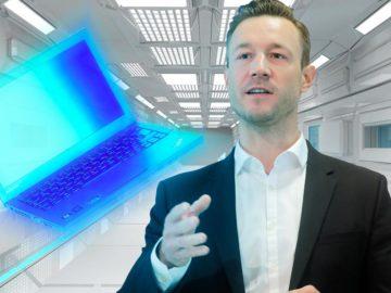 Gernot Blümel beamt Laptop weg