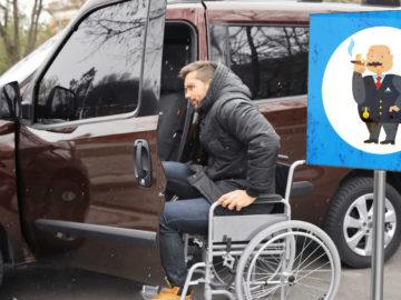 Rollstuhlfahrer steigt in Auto
