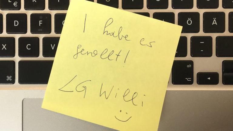 """Zettel mit """"Ich habe es gerollt, LG Willi"""""""