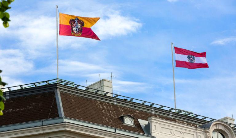 Flagge von Gryffindor über Kanzleramt
