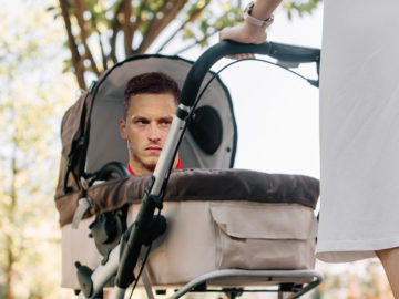 Arnautovic im Kinderwagen