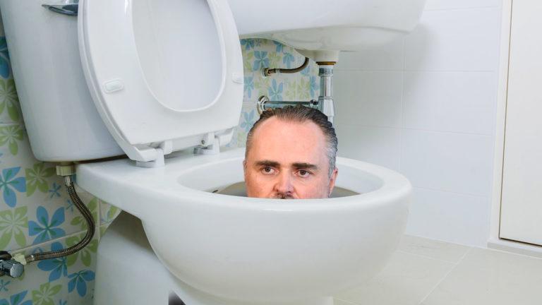 Doskozil schaut aus Toilette