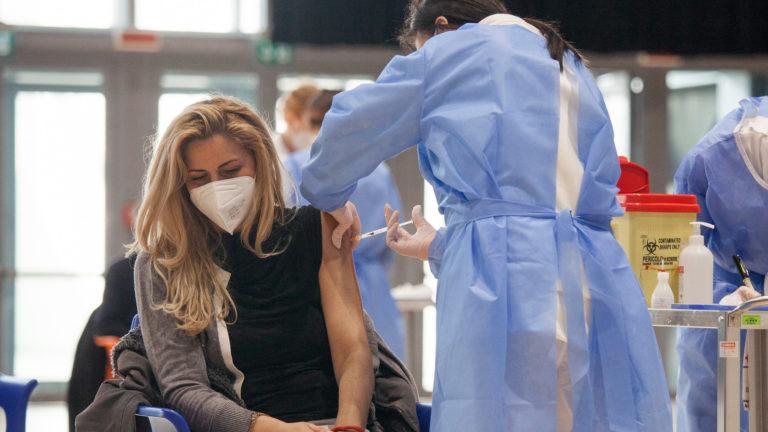 Impfung wird verabreicht