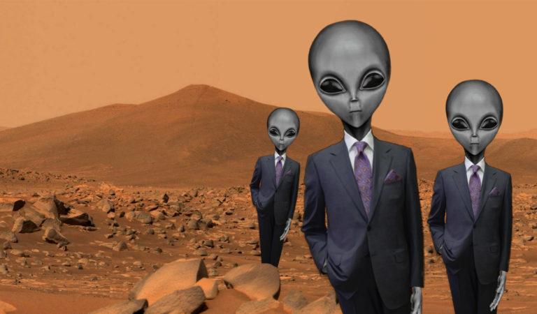 Marsmenschen im Anzug